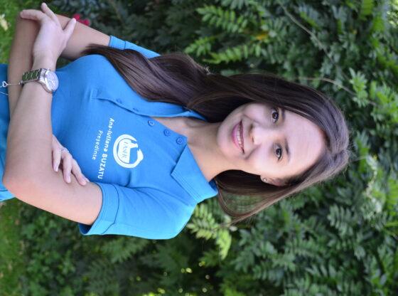 Voluntarul lunii - Ana Buzatu